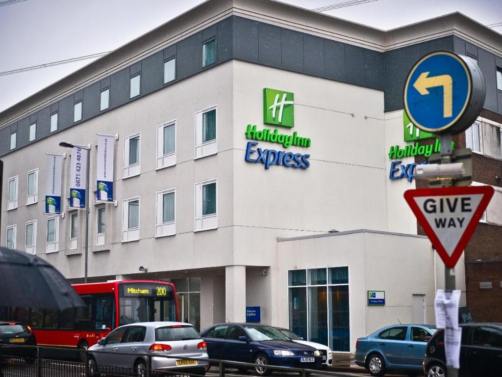 More About Holiday Inn Express London Wimbledon South