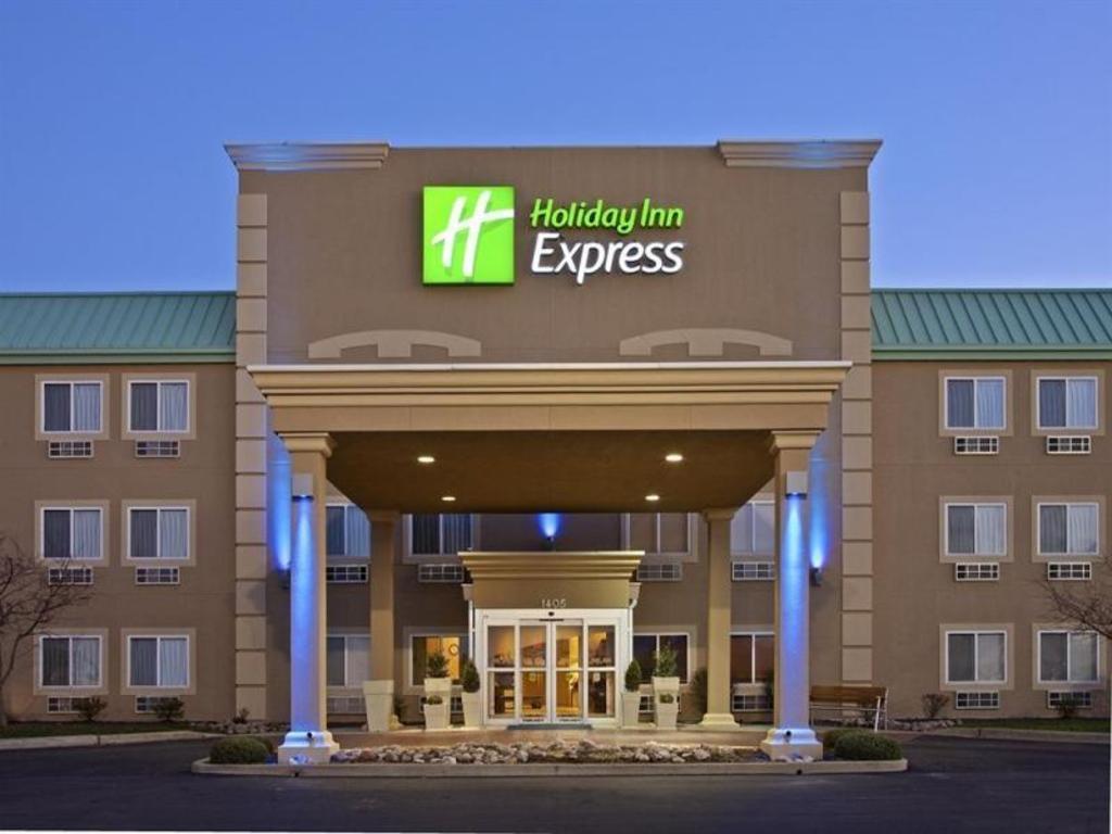 Holiday Inn Express Litchfield Hotel