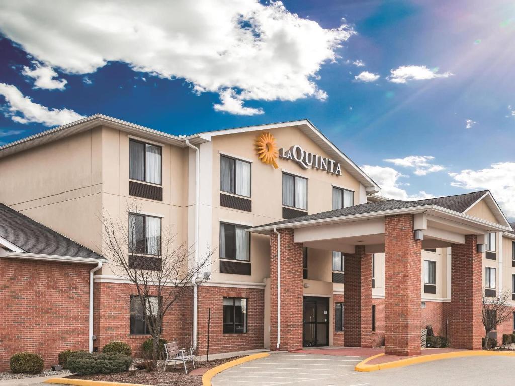 More About La Quinta Inn Suites Plainfield Area