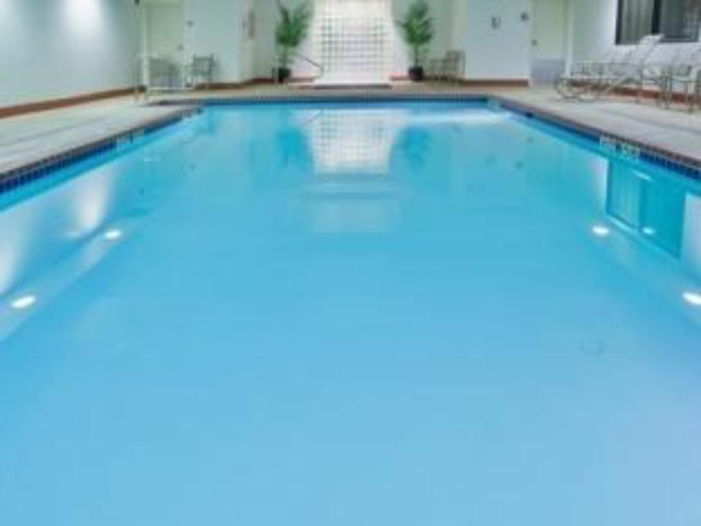 Best price on holiday inn express hotel suites ashland - Holiday inn hotels with swimming pool ...