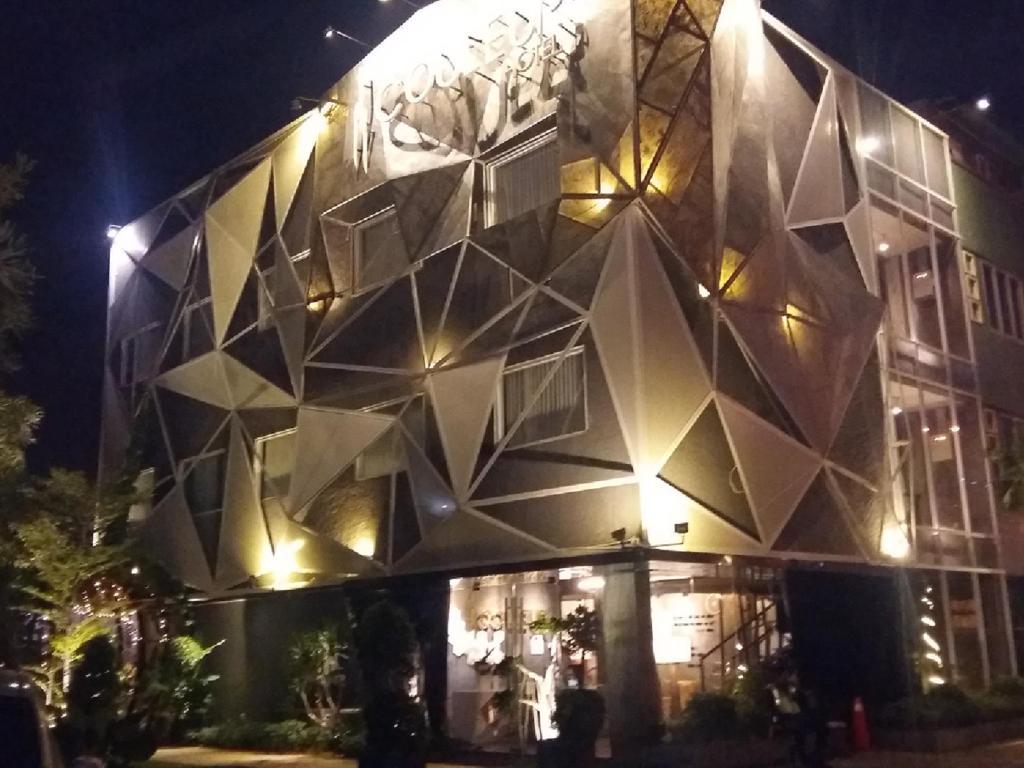 More About Couleur Hotel Cengkareng