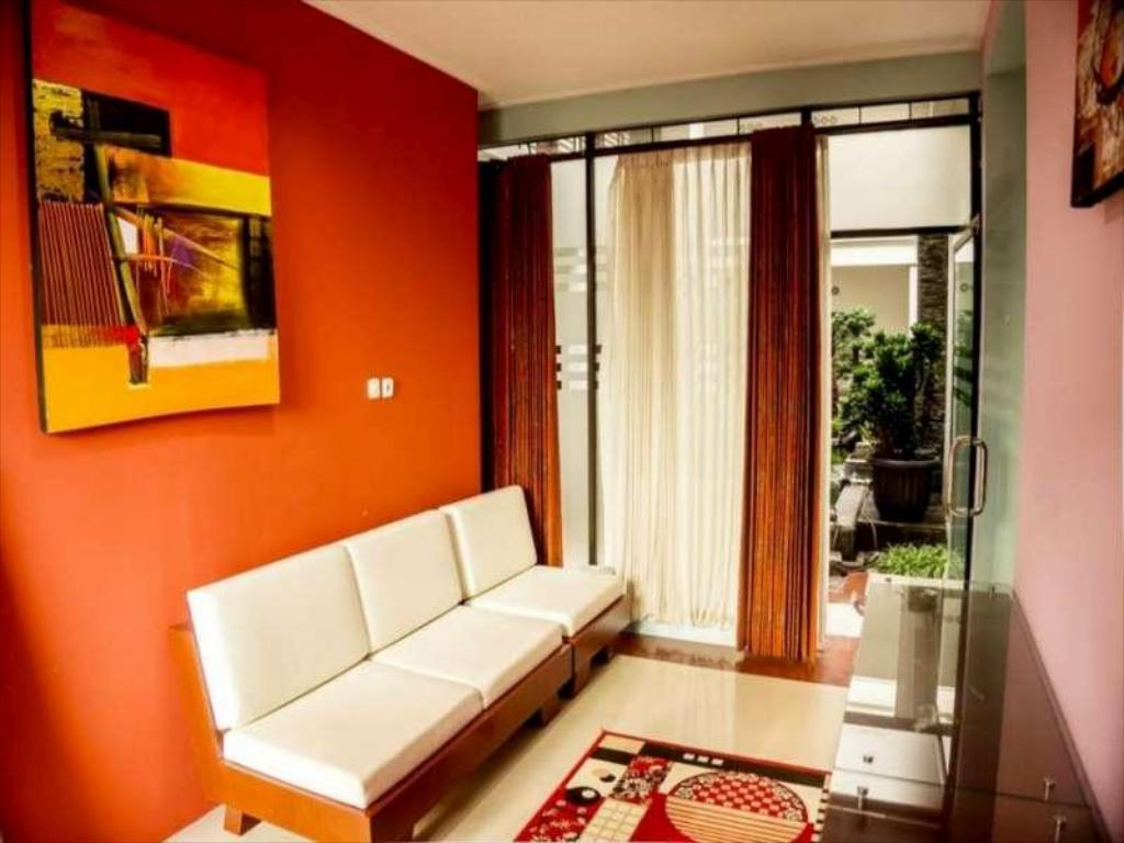Best Price On Fazle Mawla Guest House In Malang Reviews
