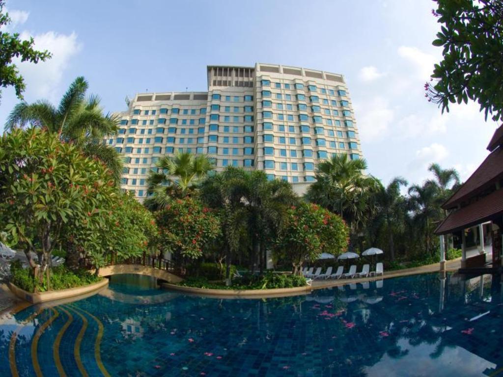 ผลการค้นหารูปภาพสำหรับ Rama Gardens Hotel