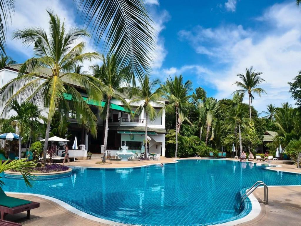 Best Price on First Bungalow Beach Resort in Samui  Reviews