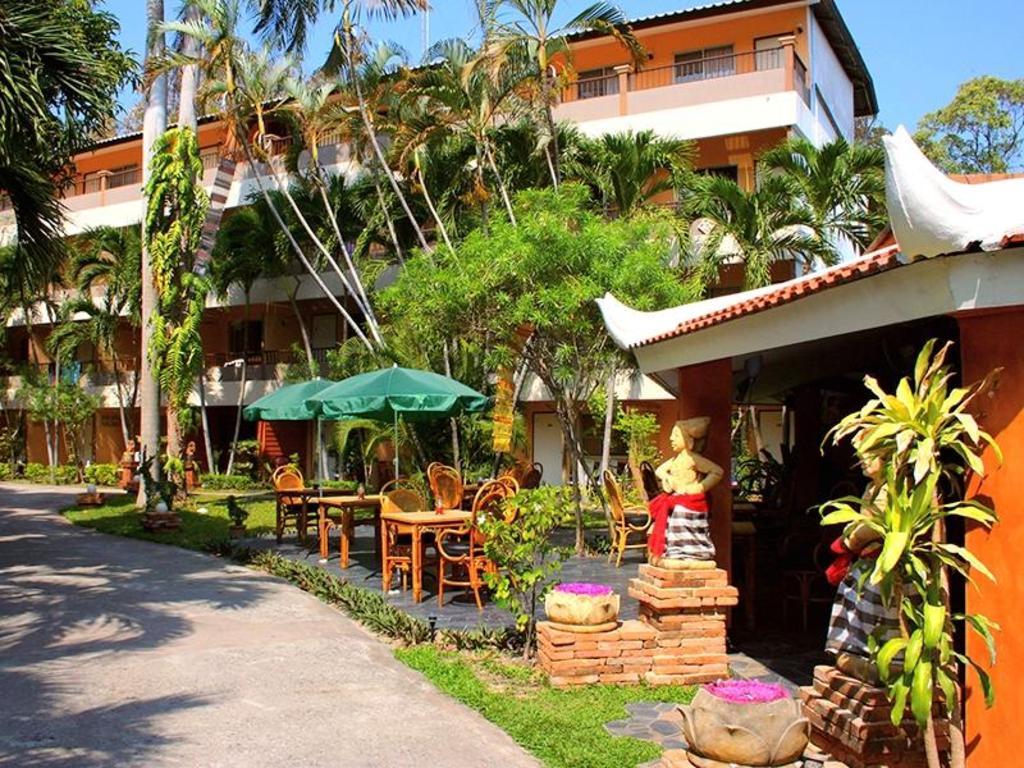 Best Price on Riviera Resort in Pattaya + Reviews