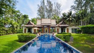Phuket Hotels, Thailand: Great savings and real reviews