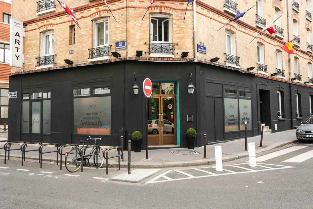Best Price On Arty Paris Porte De Versailles By