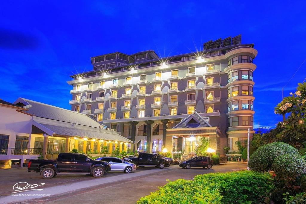 More About Lom Sak Nattirat Hotel