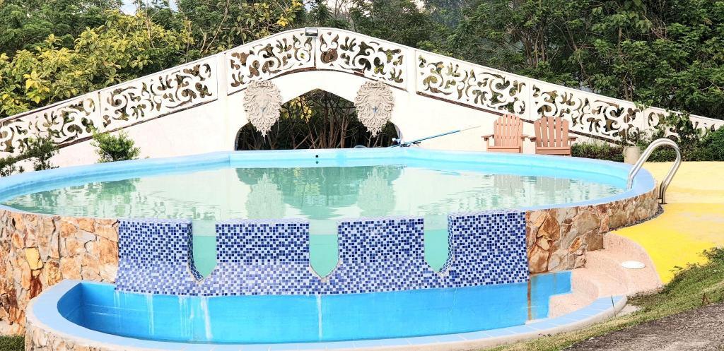 Ulasan Hotel Titus Poison Garden Tagaytay Filipina Halaman 1
