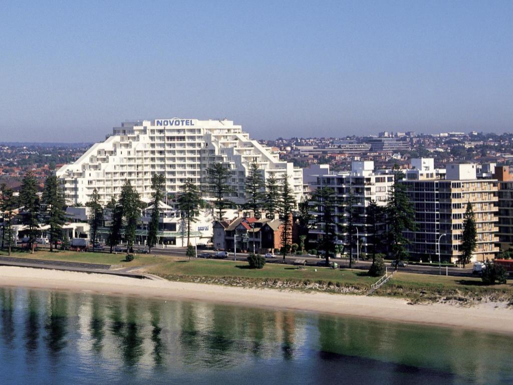 More About Novotel Brighton Beach Hotel
