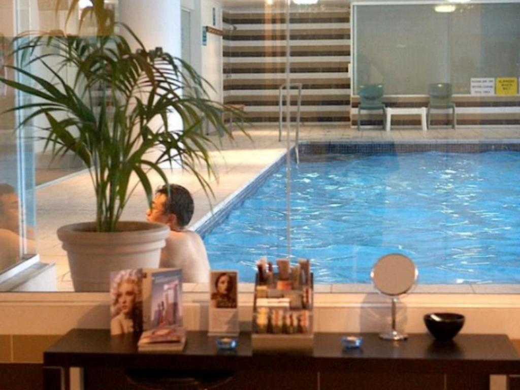 Best price on novotel brighton beach hotel in sydney reviews for Hotels with swimming pools in brighton