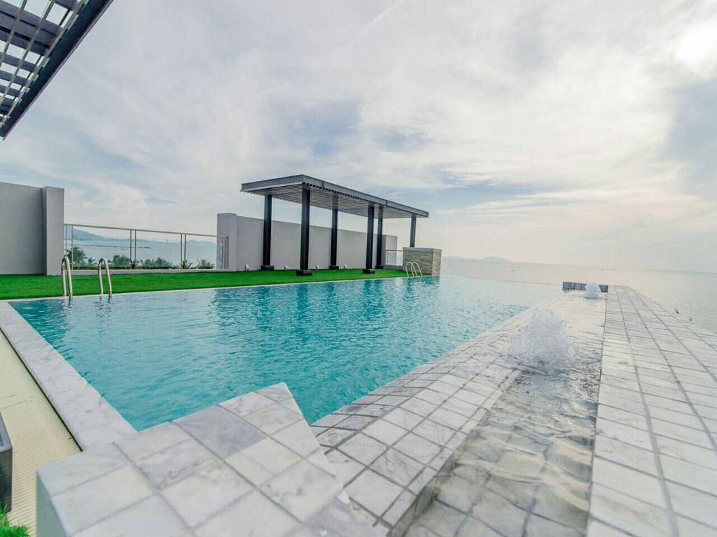 Indoor pool einfamilienhaus  Best Price on Panitar Haus in Chonburi + Reviews!