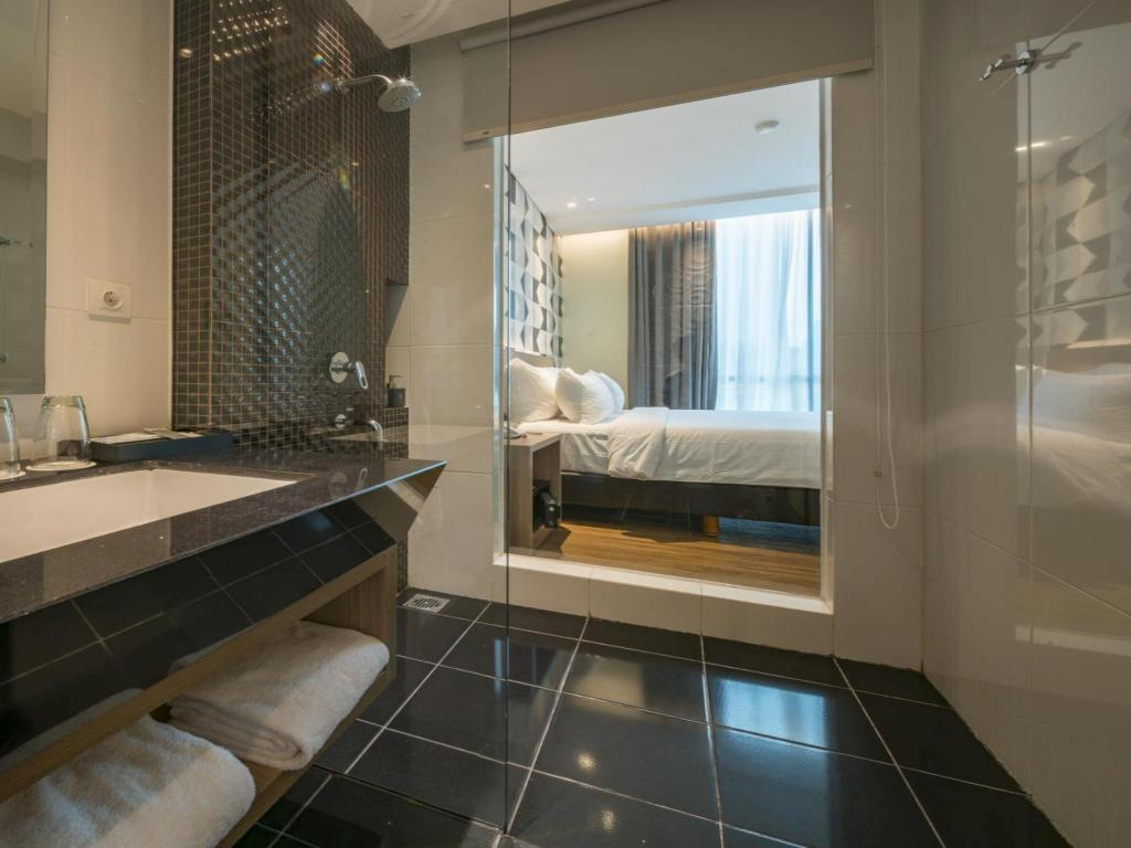 Hotel Reviews Of Luminor Hotel Pecenongan Jakarta Indonesia Page 1