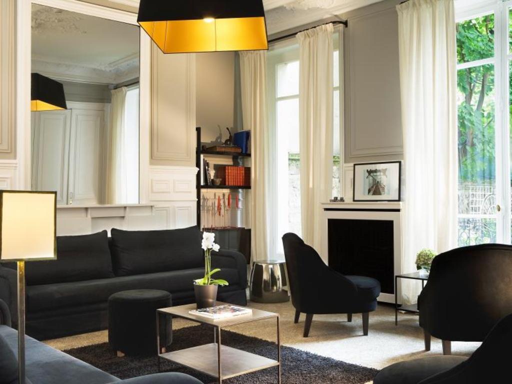 le jardin de neuilly in paris room deals photos reviews. Black Bedroom Furniture Sets. Home Design Ideas