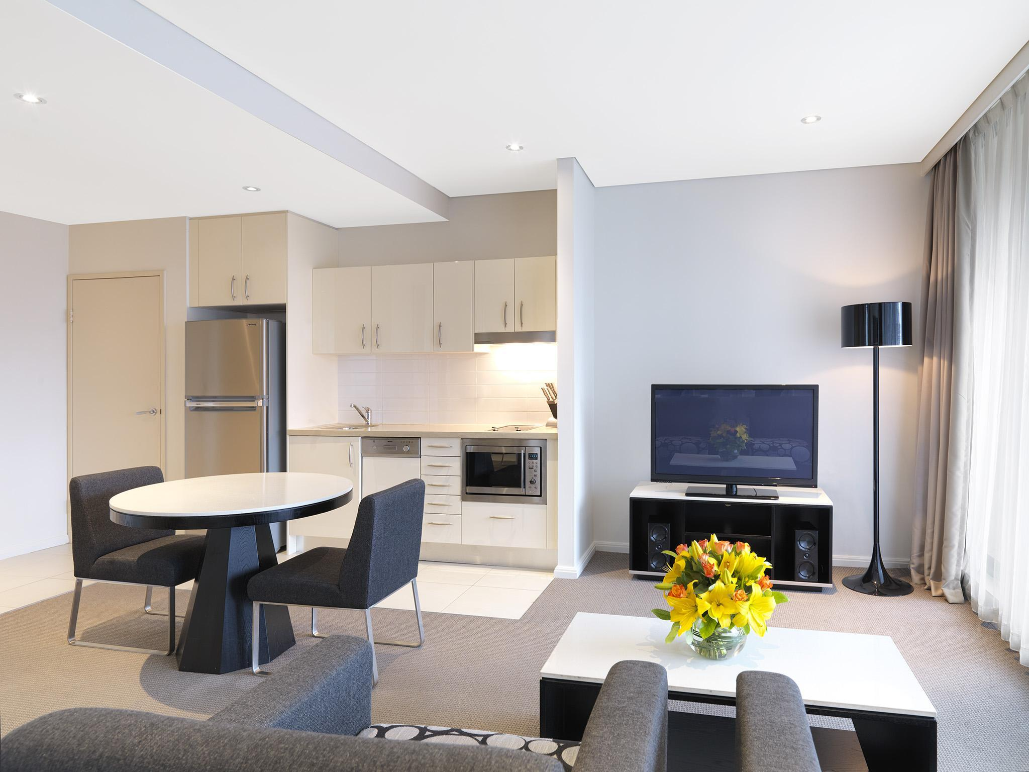 Best Price on Meriton Serviced Apartments Kent Street in ...