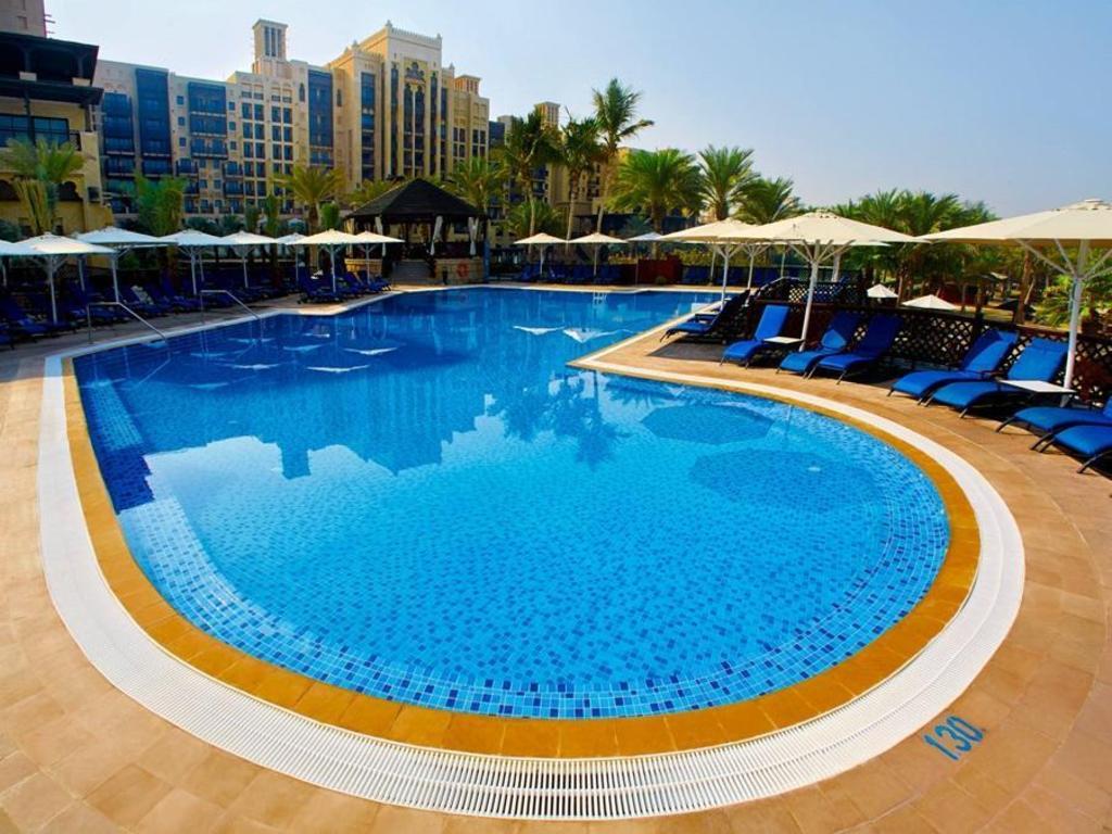 Best price on jumeirah mina a 39 salam madinat jumeirah in dubai reviews for Dubai airport swimming pool price