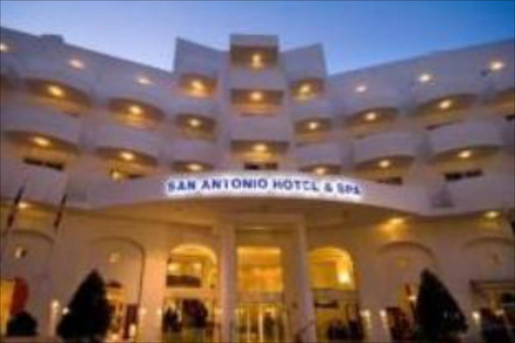 Db San Antonio Hotel Spa In St Paul S Bay Room Deals