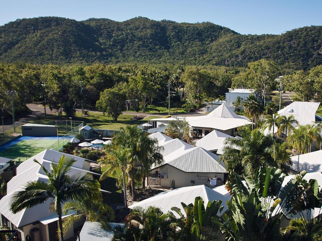 休闲岛度假村 (island leisure resort)