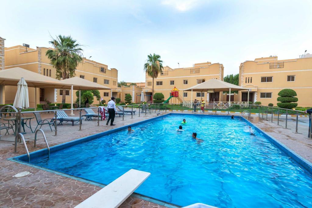 Boudl al malaz hotel in riyadh room deals photos reviews - Hotels in riyadh with swimming pools ...