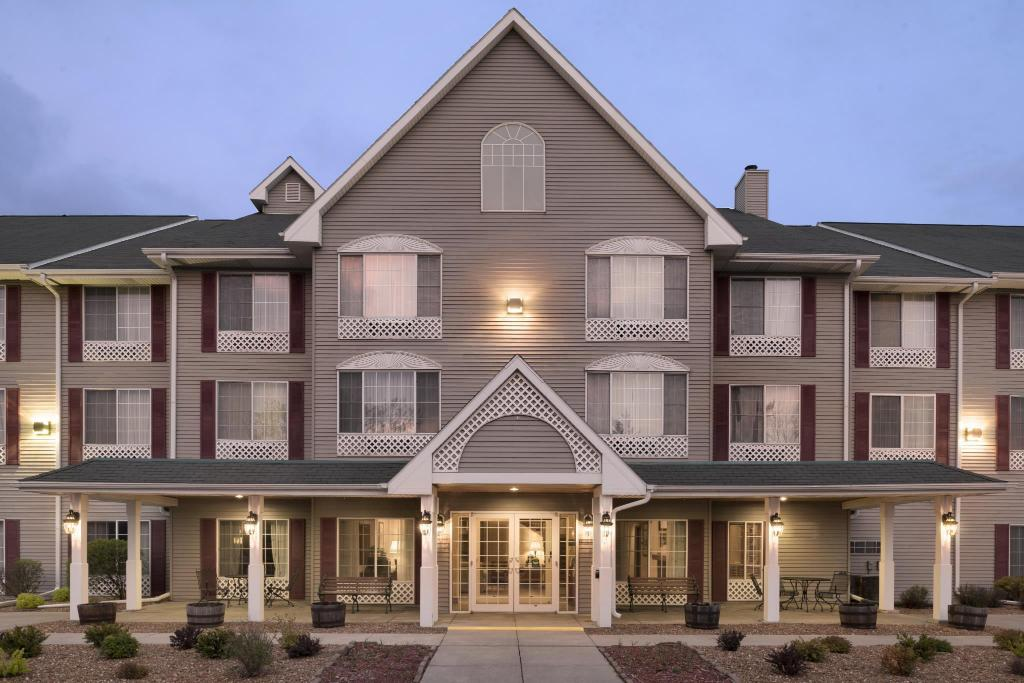 More About Country Inn Suites By Radisson West Bend Wi