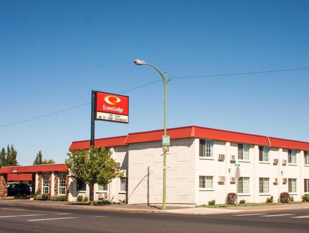 More About Econo Lodge Prineville