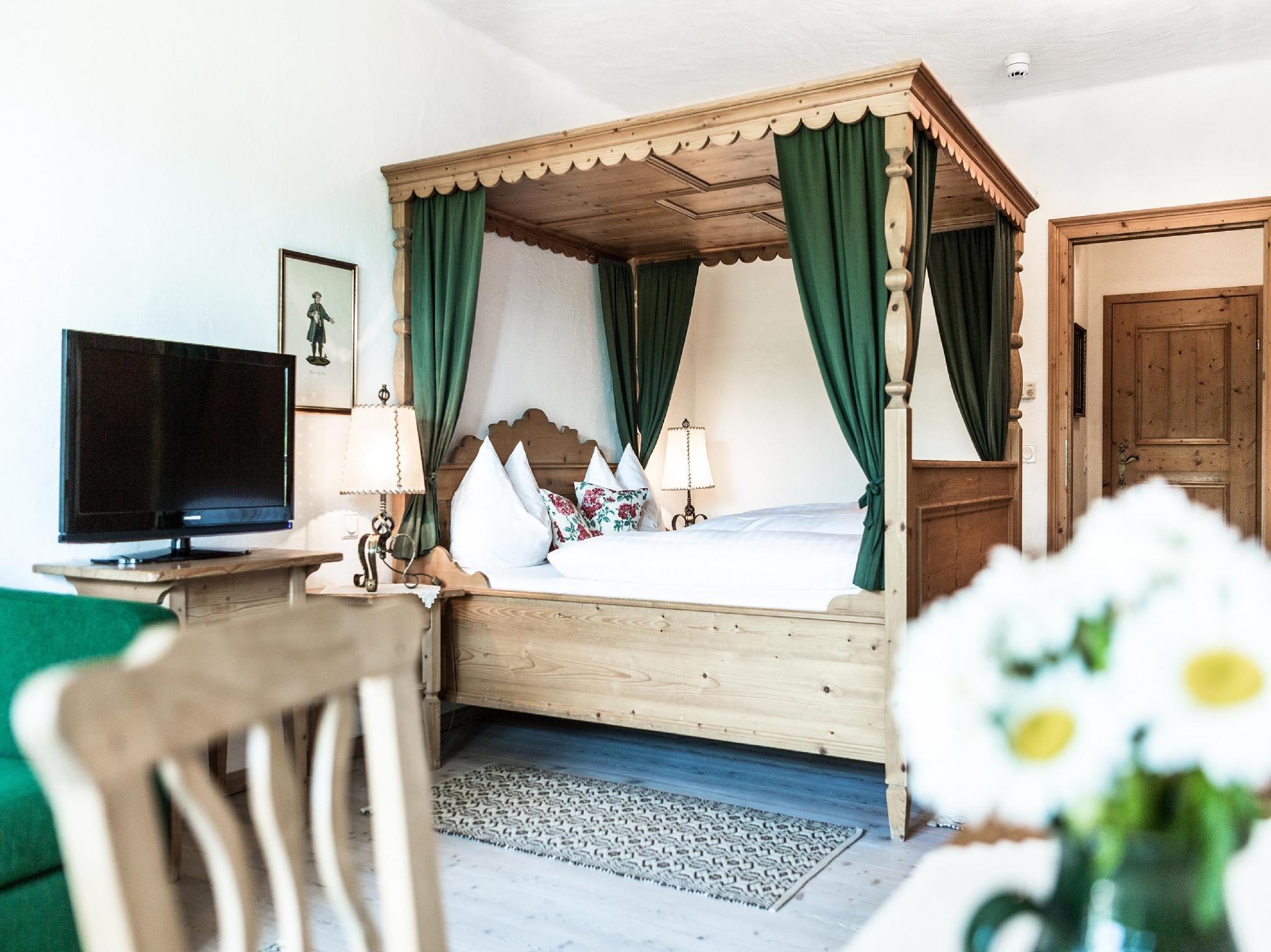Best Price on Salzburg Hotel Holznerwirt in Eugendorf Reviews