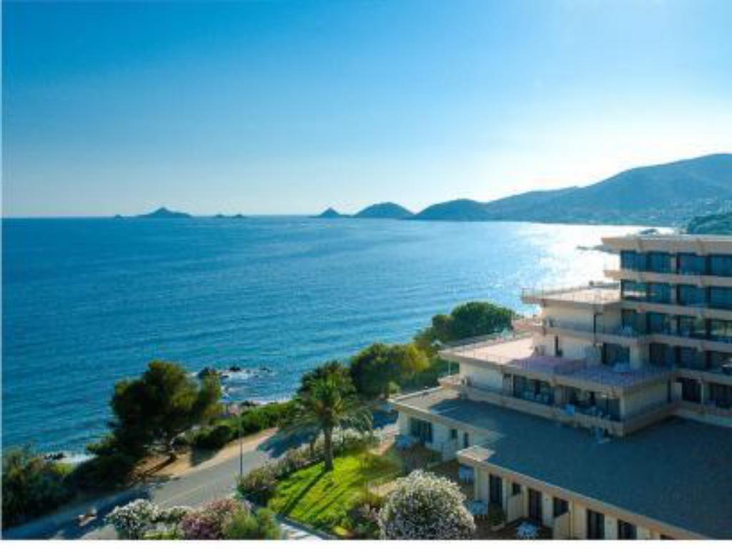 R sidence les calanques ajaccio offres sp ciales pour for Appart hotel ajaccio