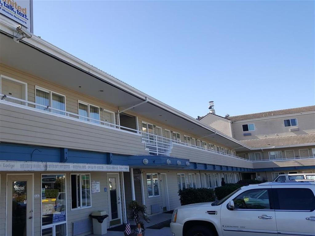 Best Price on Americas Best Value Inn  Shoreline  Seattle North