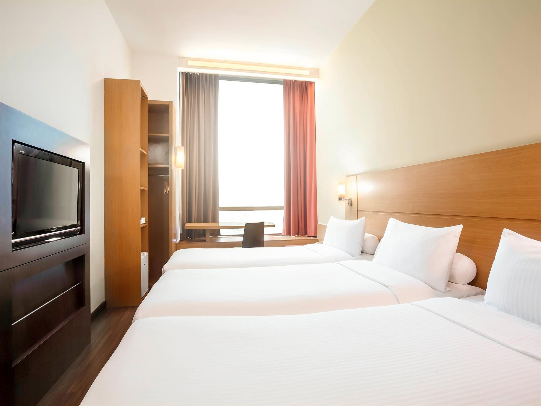 Days Hotel Twin Beds Room Singapore