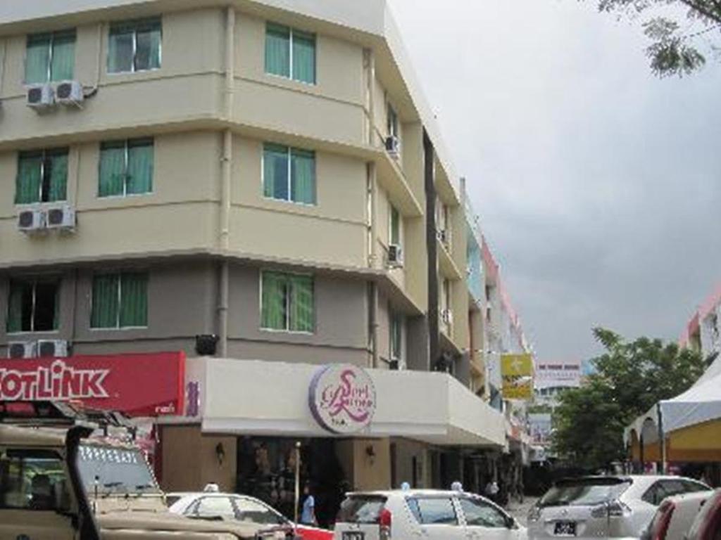 More About Seri Borneo Hotel