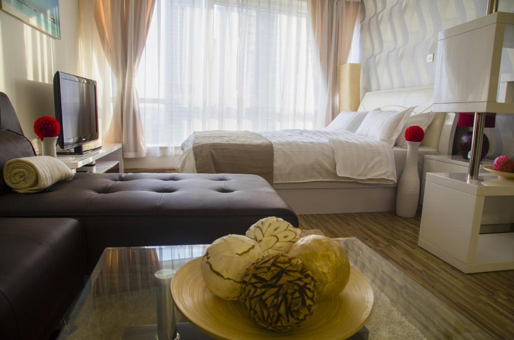 Best Price on Deluxe Studio with Pool and View in Dubai JLT in ...