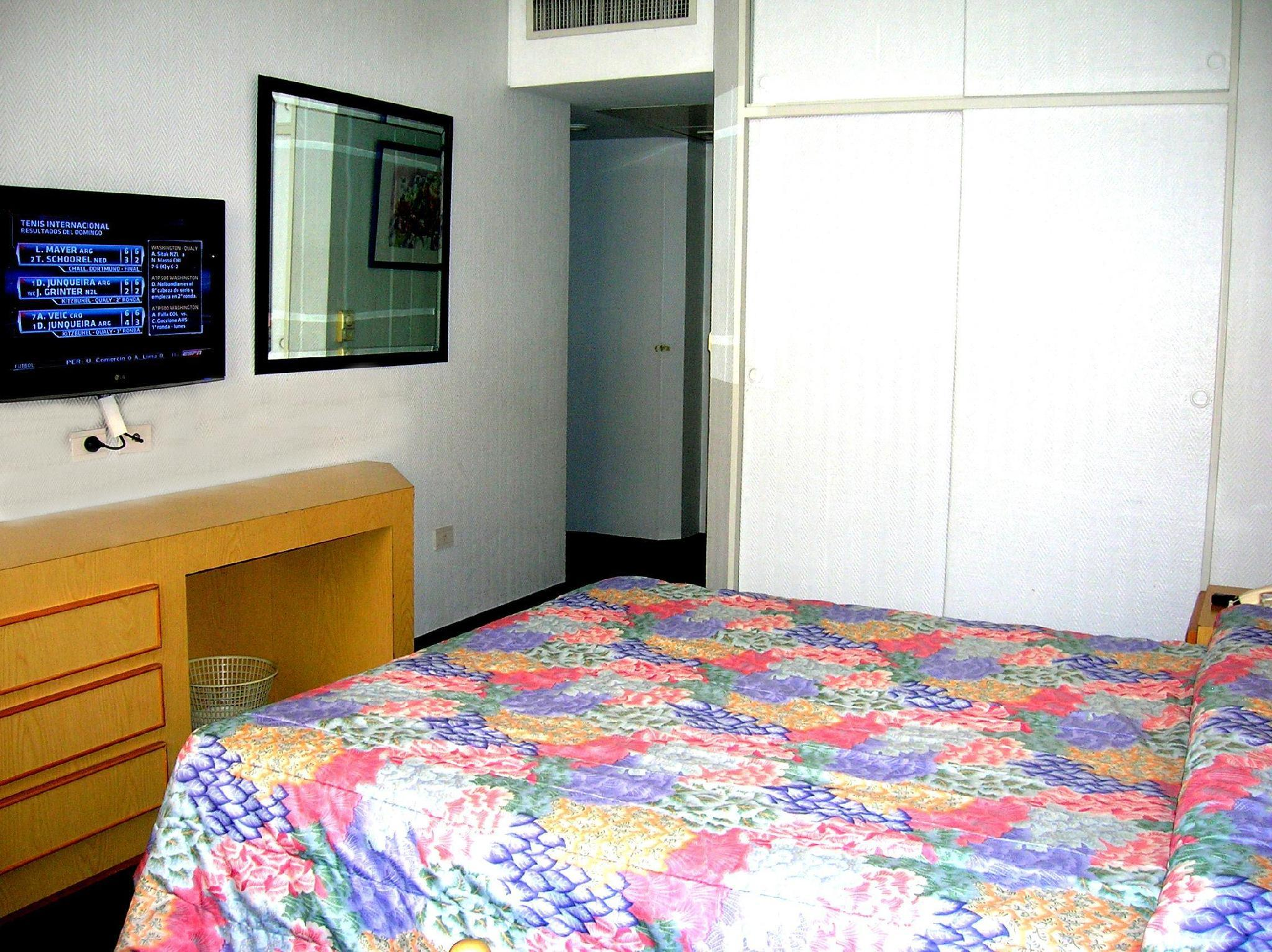 Obelisco center suites hotel buenos aires argent na a for Habitacion de 8 metros cuadrados