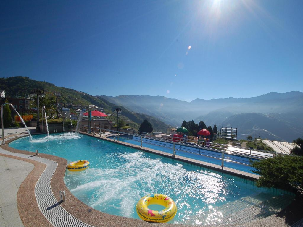Chunjing hill view villa in nantou room deals photos - Jubilee hills international swimming pool ...