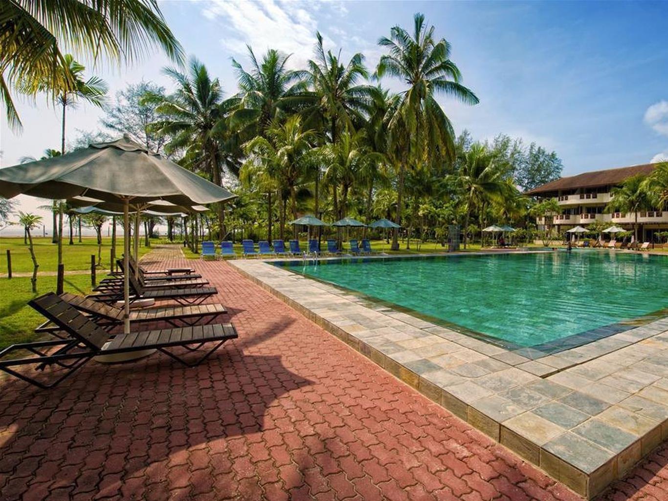 Best Price on Lanjut Golden Beach Golf Resort Kuala Rompin in