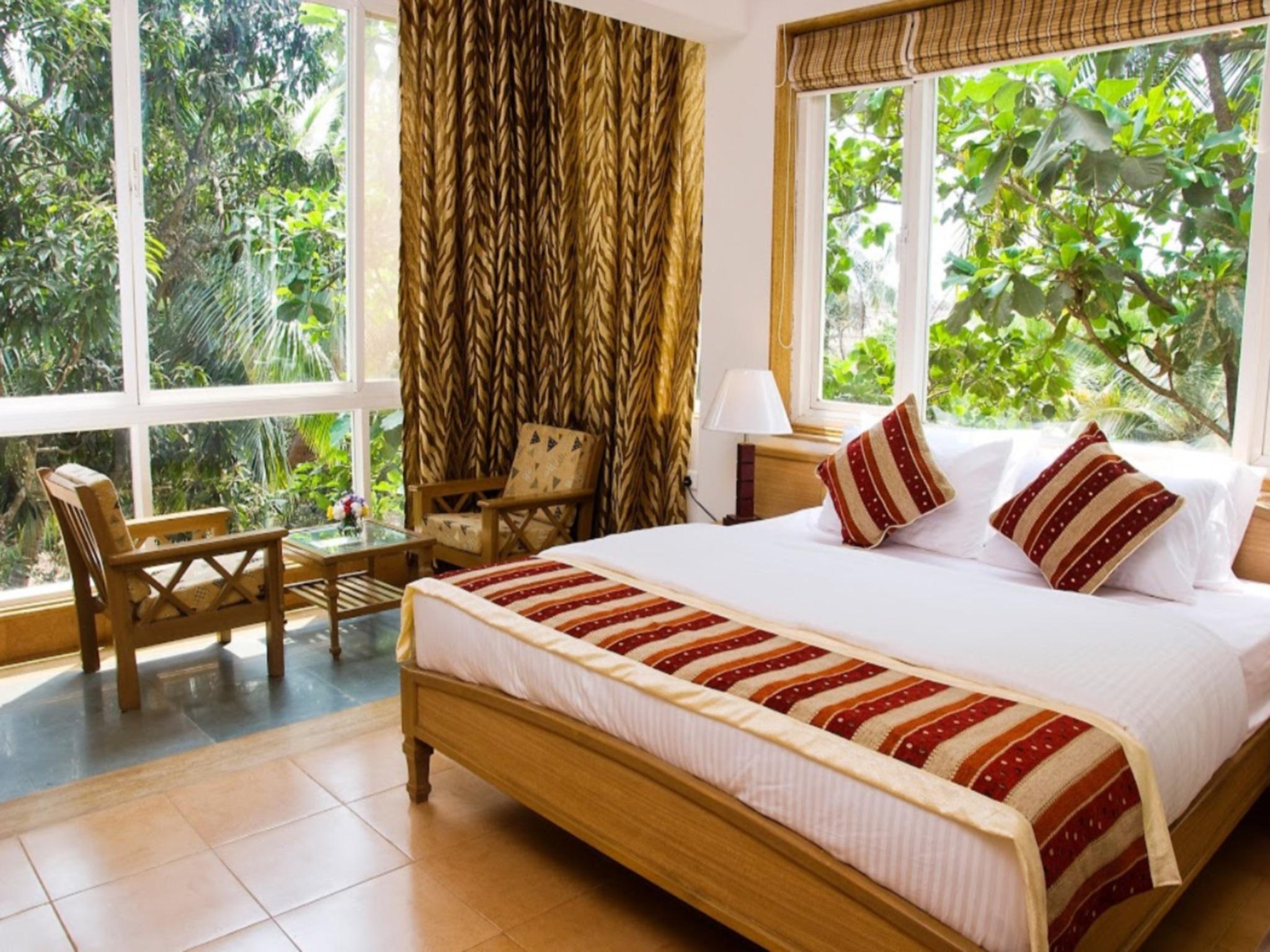 От аэропорта даболим до отелям ваша поездка займет около 1 часа по красивым, зеленым улицам гоа