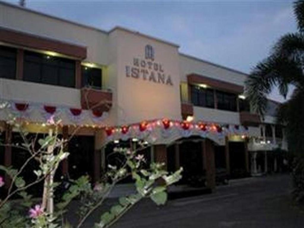Hotel Istana Best Price On Hotel Istana In Pekalongan Reviews