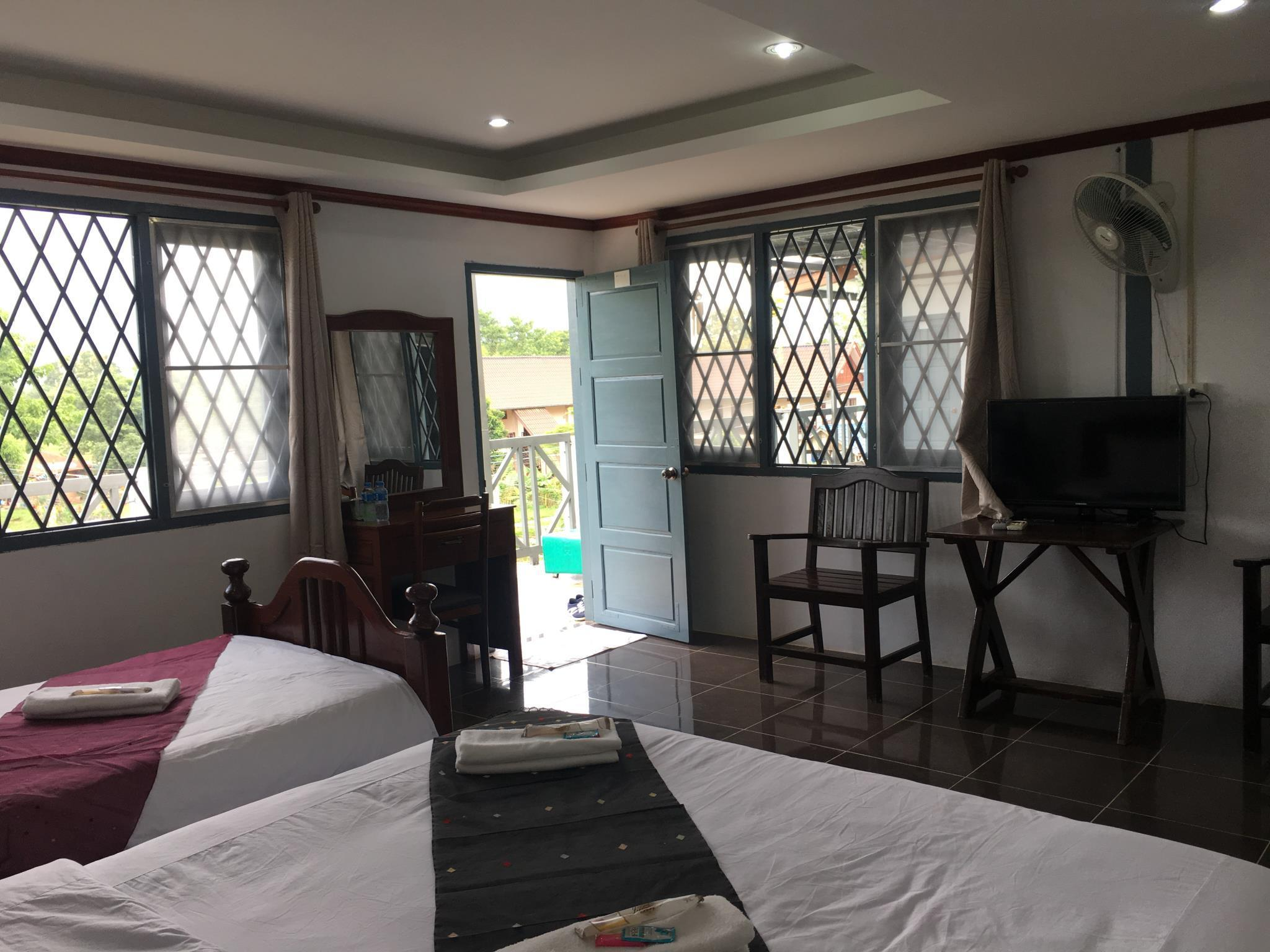 Best price on domon guesthouse in vang vieng reviews for Domon river guesthouse vang vieng