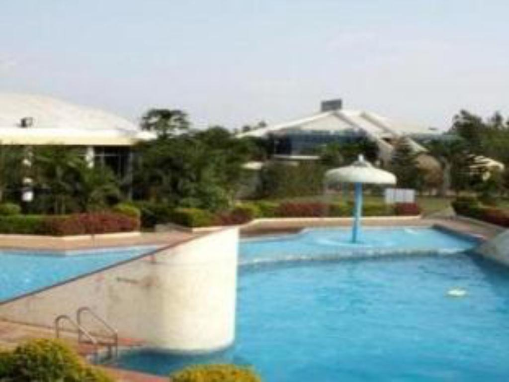Best Price On The Country Club Lakeside In Bangalore Reviews
