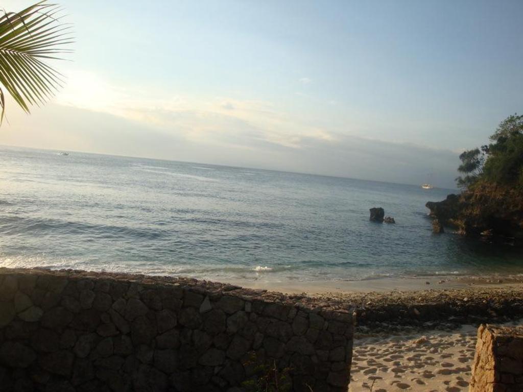 Food before beach - Review of Dream Beach Huts, Nusa ...