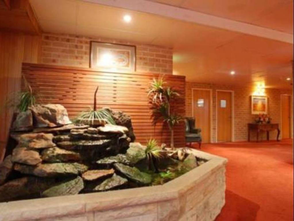 Best Price on The Hermitage Motel Campbelltown in Sydney