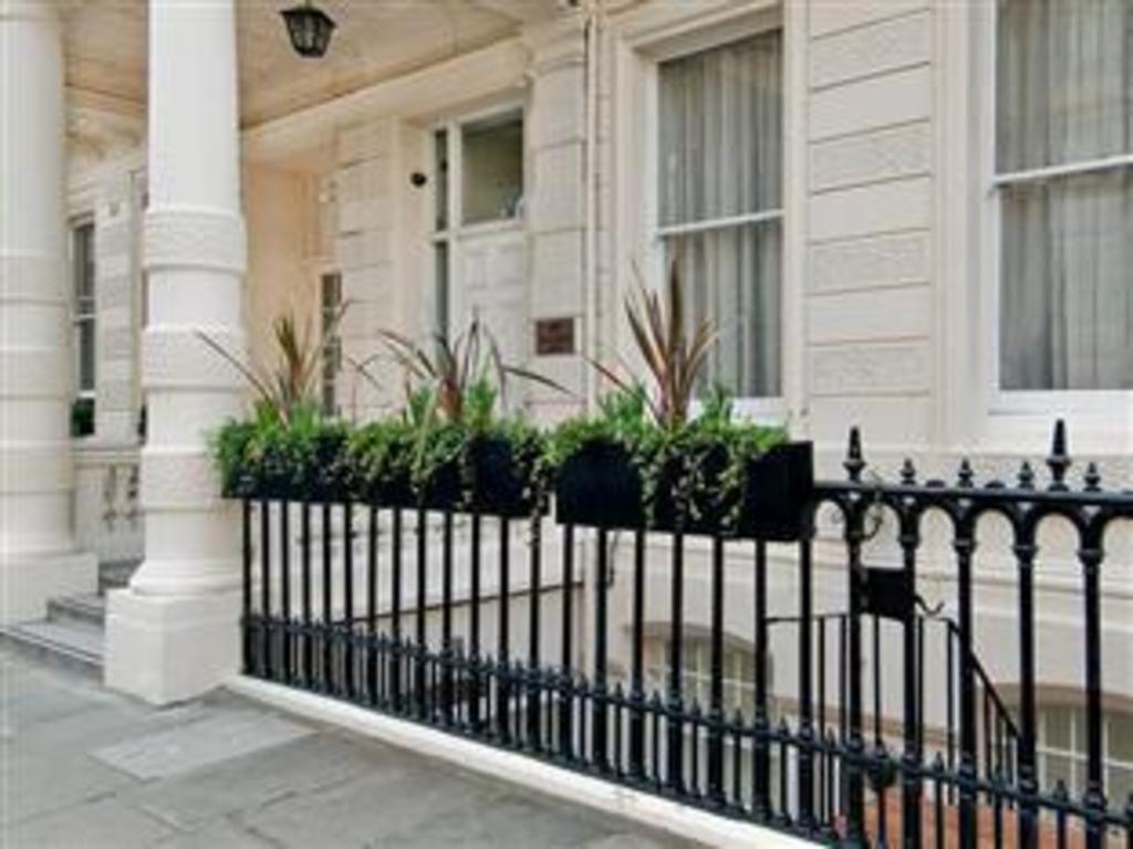 Best price on lancaster gate hyde park apartments in for 13 14 craven terrace lancaster gate london