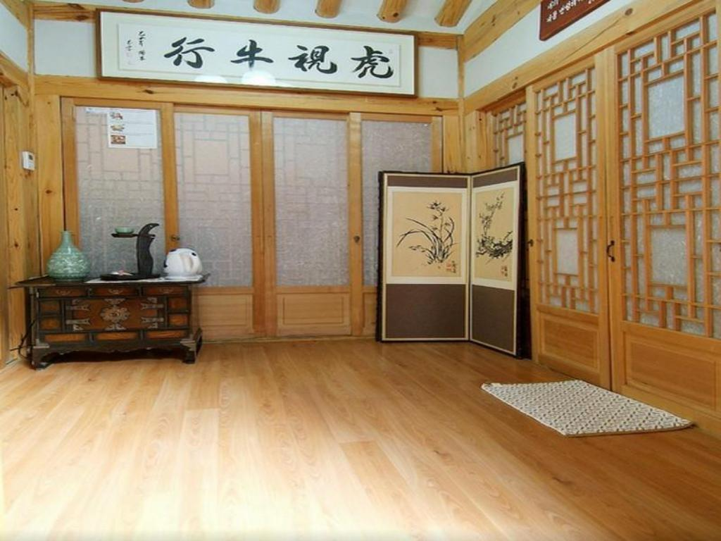 Best price on moon hanok guesthouse in seoul reviews for Korean style home decor