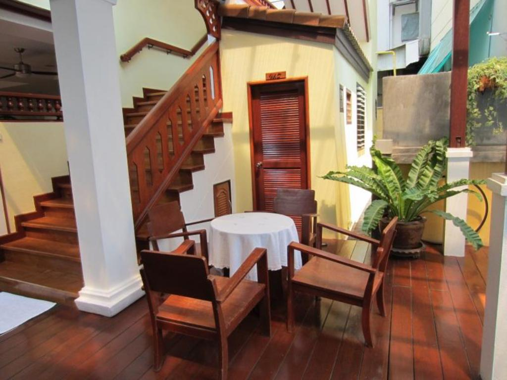 Best price on sri pat guest house in chiang mai reviews for Guest house cost