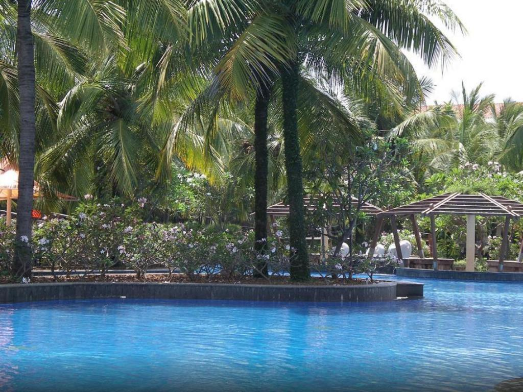 Bonjour bonheur ocean spray pondicherry india photos room rates promotions for Villas in pondicherry with swimming pool