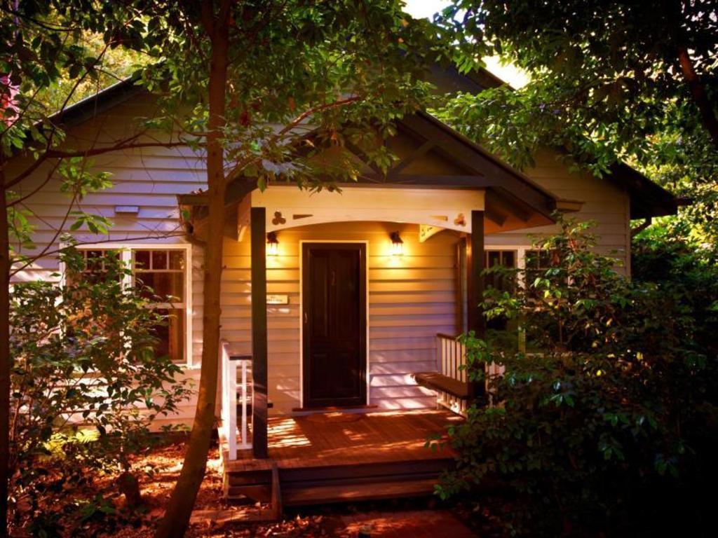 best price on merrow cottages in mount dandenong ranges. Black Bedroom Furniture Sets. Home Design Ideas