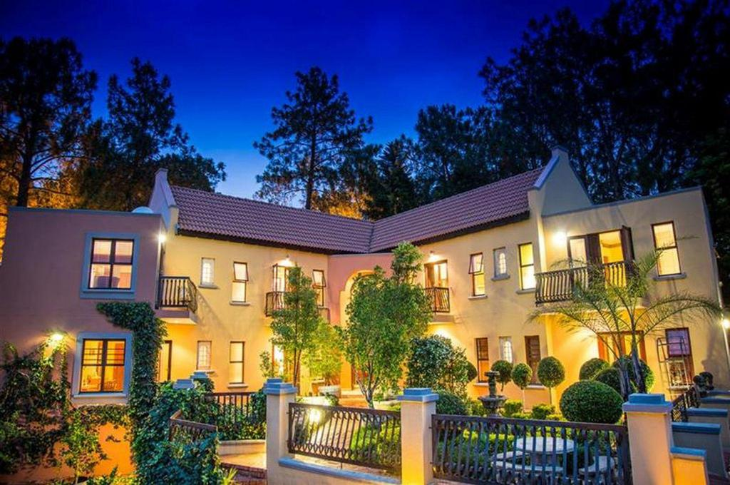 Best Price on Mont Dor Bohemian House in Pretoria + Reviews