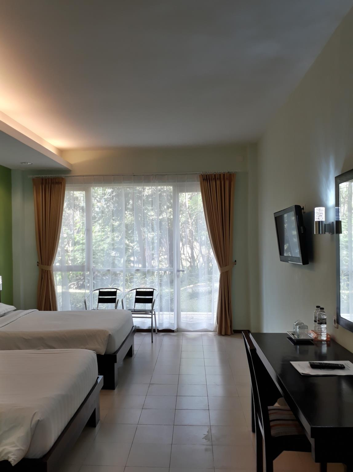 Twin Bed Hotel Room: Room Deals, Photos & Reviews