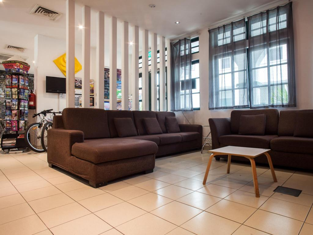 Best Price on Footprints Hostel in Singapore + Reviews!
