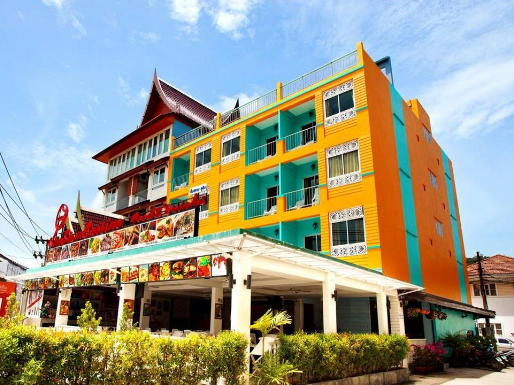 Hotel Reviews of The Yim Siam Hotel Phuket Thailand - Page 1