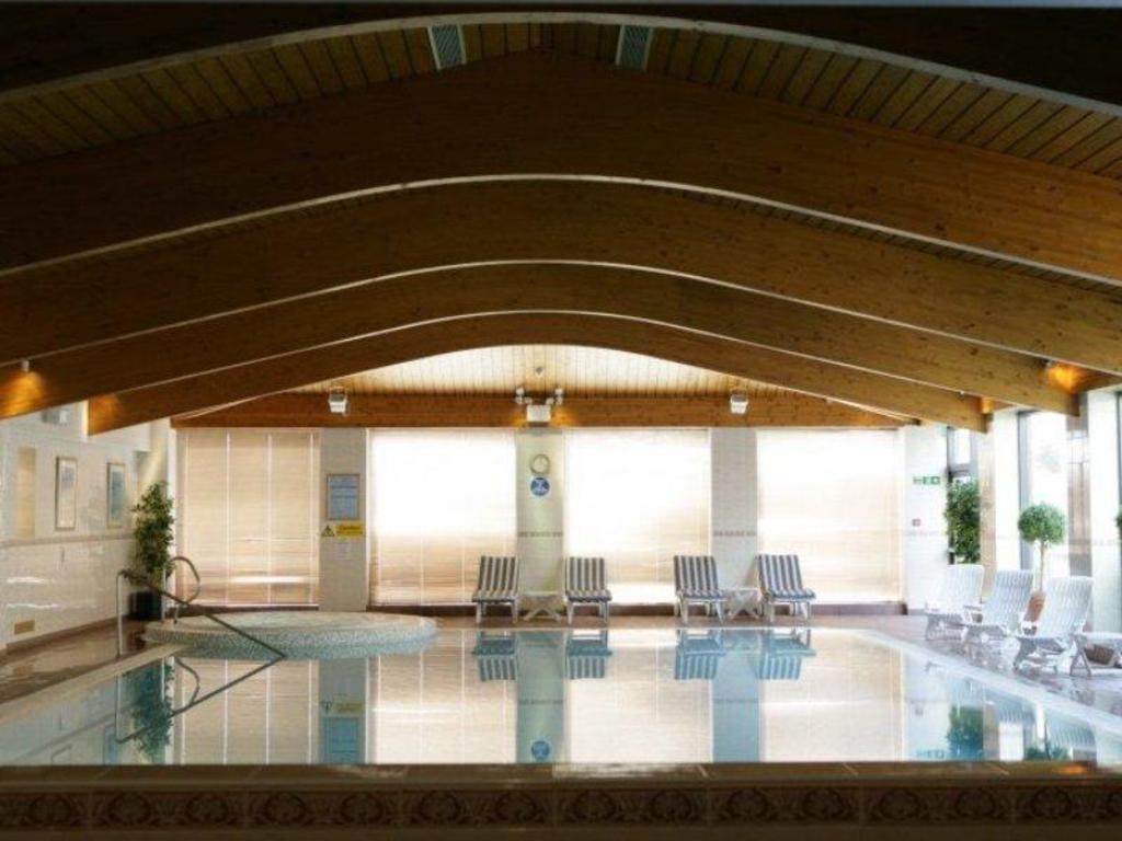 Glasgow Hotel Hot Tub In Room